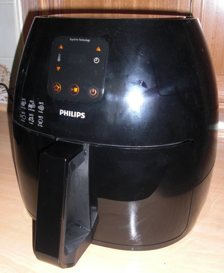 The Philips  Avance Collection Airfryer XL in black